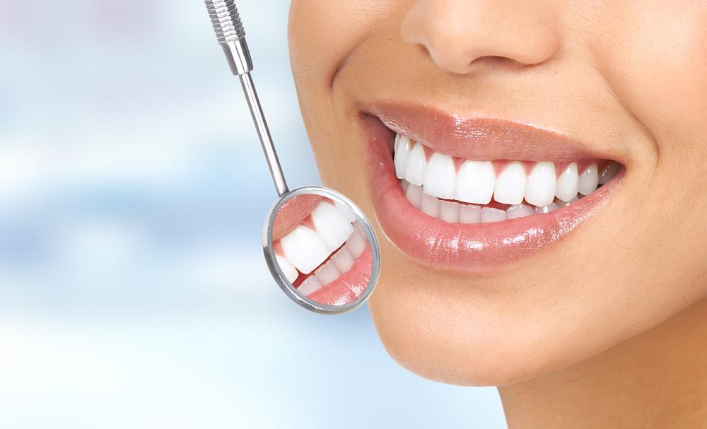 Professionelle Zahnreinigung-Zahnspiegel